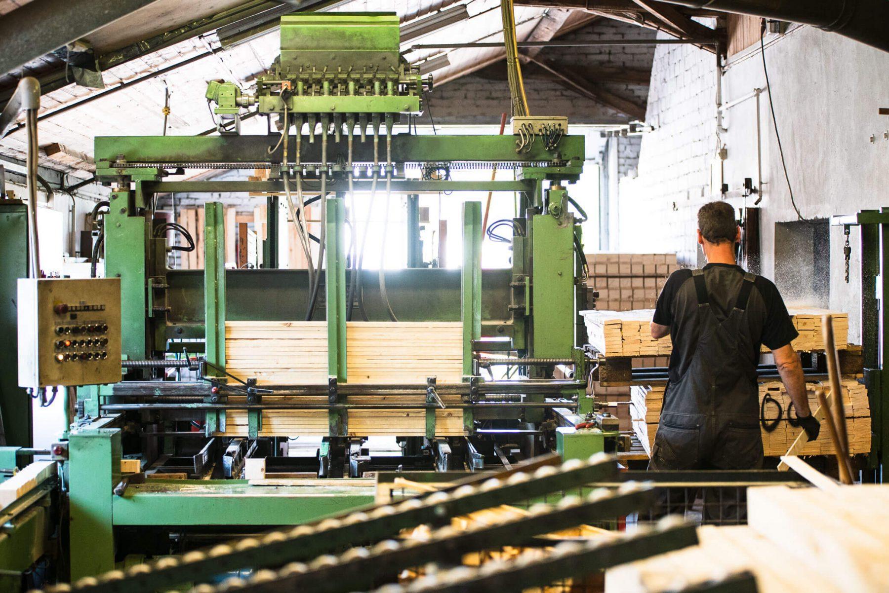 Verarbeitung der Holzbretter